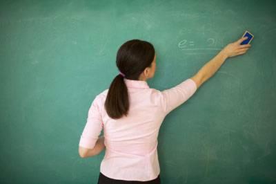 Piso de R$ 950 para professores é aprovado no Senado