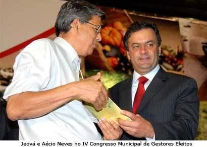 Jeová recebe cartilha das mãos do governador Aécio Neves