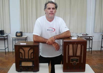Professor expõe coleção de rádios no Cefet