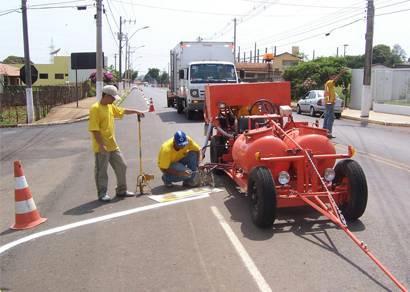 Sinalização de solo da avenida Araxá/Barreio recebe nova pintura