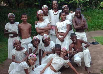 Crianças e adolescentes encenam espetáculo sobre Machado de Assis