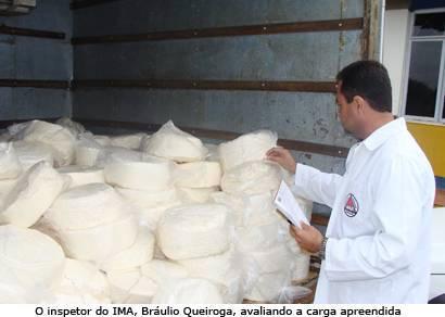 PRF apreende mais de uma tonelada de queijo na BR-262