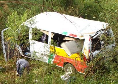 Acidente com van mata uma mulher e deixa 12 feridos na BR-262