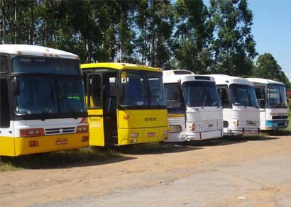 Cinco ônibus clandestinos de passageiros são apreendidos pela PRF de Araxá