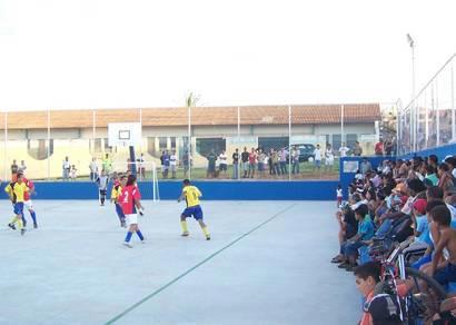 Ana Pinto de Almeida e Salomão Drummond ganham quadra de esportes