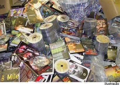 PM apreende CDs e DVDs piratas no Pop Shop