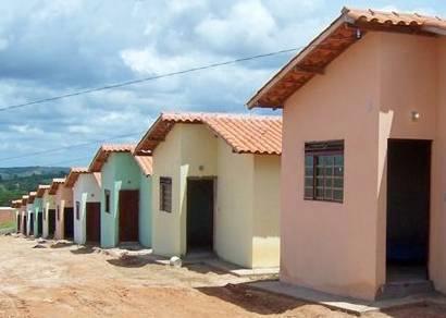 Moradores recebem chaves simbólicas das casas do PSH