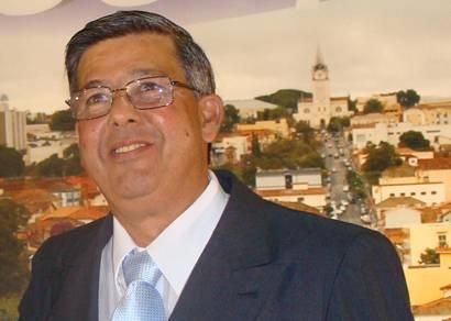 Jeová toma posse e assume Prefeitura de Araxá pela segunda vez