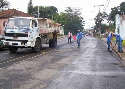 Prefeitura inicia recuperação de ruas