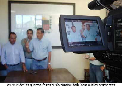 Jeová Moreira se reúne com a imprensa