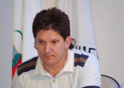 Roberto Gaúcho divulga lista de dispensa