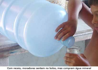 Prefeitura cancela envio de água mineral aos moradores do Barreiro