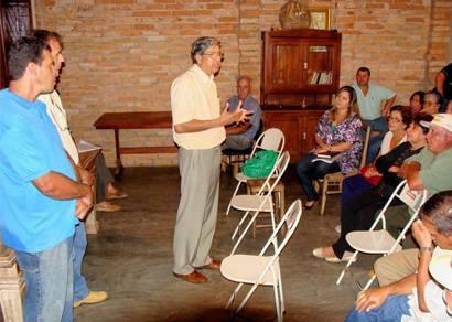 Prefeitura apresenta metas para produtores dos Oliveiras e Poções