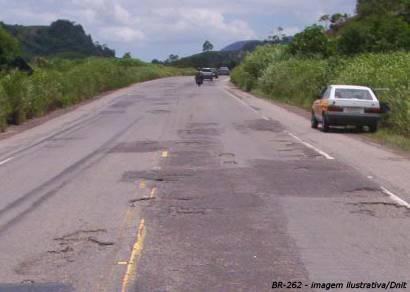 Três pessoas morrem em acidente na BR-262 próximo a Córrego Danta