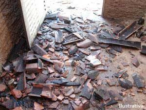 Incêndio causa estragos em casa no bairro Tiradentes