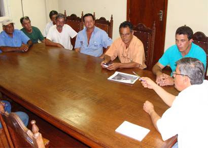 Prefeito anuncia bonificação para operários da Secretaria Rural