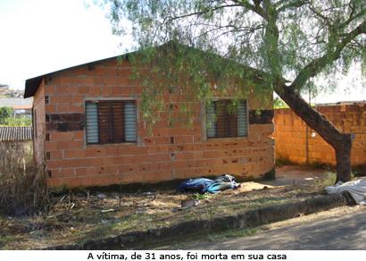 Homem é morto a pauladas em casa no Ana Pinto de Almeida