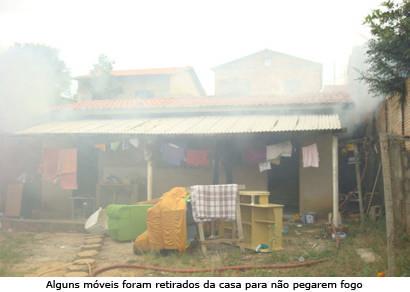 Brincadeira de criança acaba em incêndio no Armando Santos