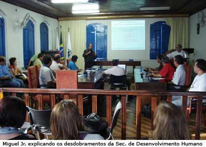 Miguel Jr. tira dúvidas dos vereadores sobre a Sec. de Desenvolvimento Humano