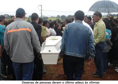 Comoção no enterro das vítimas do acidente na Araxá/Patos de Minas