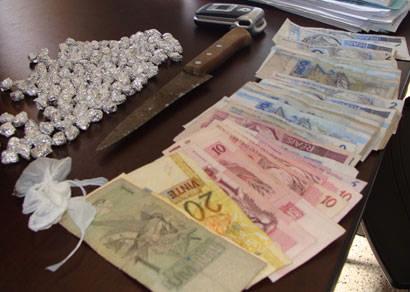 PM apreende mais de 140 pedras de crack e prende cinco suspeitos