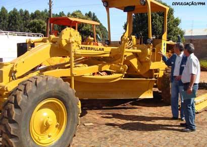 Prefeitura restaura maquinário de obras e veículos de apoio