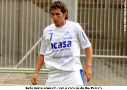 Dudu Araxá se apresenta no Náutico