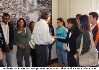 Poder público inicia contratos de estágio com 30 estudantes do Uniaraxá