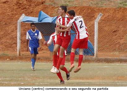 Urciano comanda a vitória do Vila