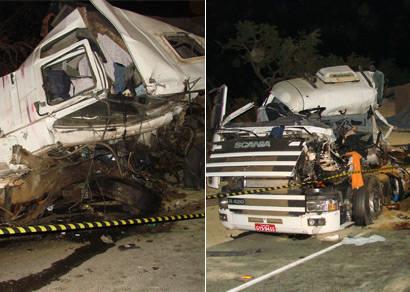 Acidente entre duas carretas mata motoristas na BR-452