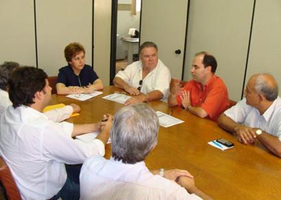 Prefeitura e entidades discutem manutenção do Minas Fácil