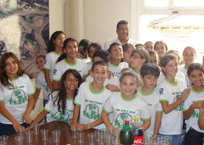 Alunos da Escola Dona Gabriela adotam praça do São Pedro