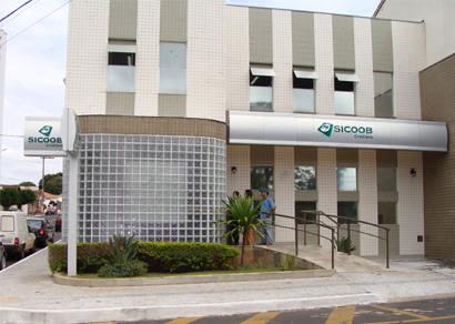 Bandidos armados invadem agência bancária de cooperativa