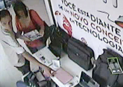 Circuito interno de TV flagra casal furtando computadores