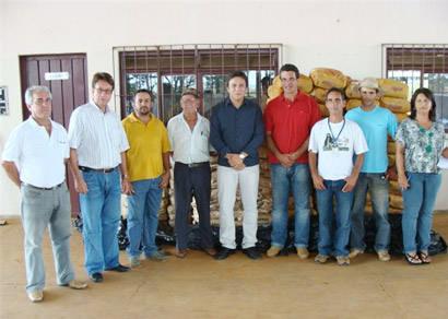 Comunidades rurais de Araxá recebem sementes de milho e feijão