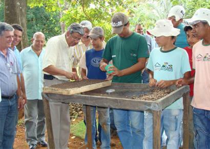 Trabalho da Casa do Pequeno Jardineiro é destacado por autoridades