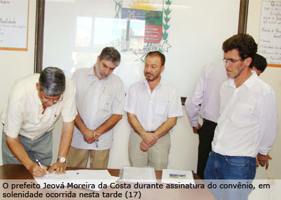 Prefeito assina convênio para implantação da hemodinâmica em Araxá