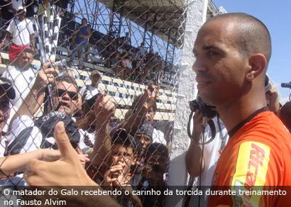 Diego Tardelli destaca contato com a torcida do Galo em Araxá