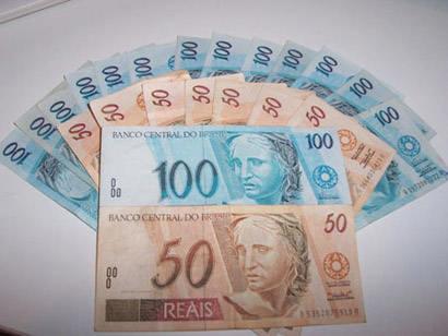 Aposentada perde R$ 15 mil após cair em golpe de estelionato