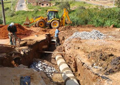 Rua Avenor de Carvalho recebe nova rede de águas pluviais