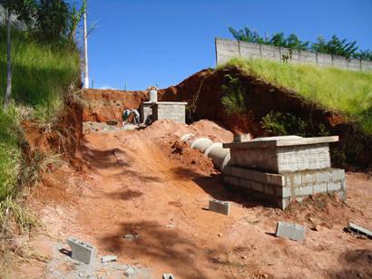 Prefeitura faz melhorias na rede de águas pluviais no Lêda Barcelos