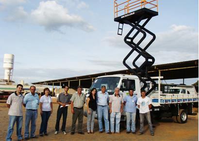 Prefeitura adquire caminhão especial para manutenção semafórica