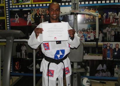 Associação Araxá Taekwondo Clube recebe certificados e congratulações