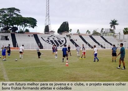 Jovens do Projeto de Incentivo ao Esporte do Ganso já treinam com bola