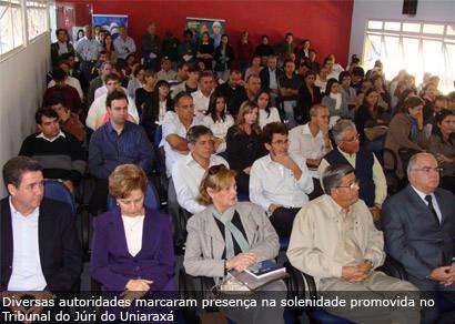 Uniaraxá lança cursos e assina convênio para receber projeto de educação integral