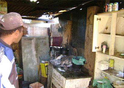 Irmãos vivem em condições desumanas no Pedra Azul
