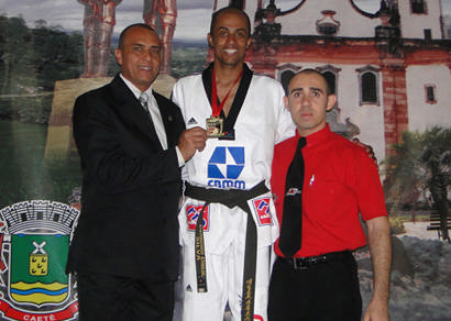 Evandro sagra-se campeão mineiro antecipado de Taekwondo