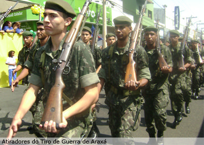 Mais de 5 mil pessoas assistem ao desfile de 7 de Setembro