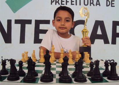 Araxaense de apenas 5 anos é campeão de xadrez em Monte Carmelo