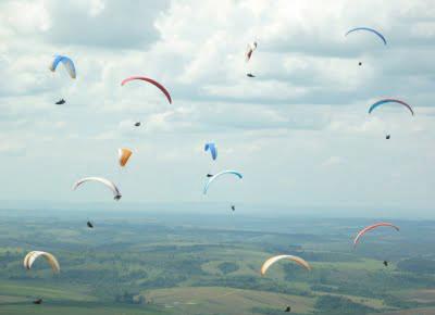 Campeonatos internacionais de voo livre movimentam o Horizonte Perdido